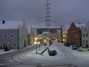 Winterlicher Blick vom Soifererhaus auf den Berchinger Marktplatz.