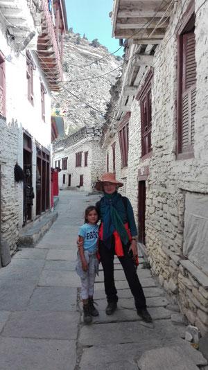 Muktinath mit Kind, Marpha mit Kind