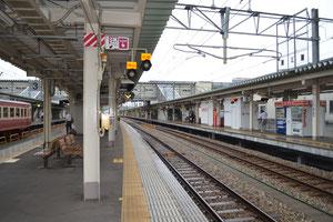 富山駅構内にてサンダーバードを待ちます。この後台風の影響で大幅に遅れる事に。。。