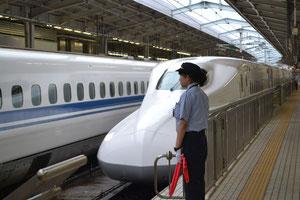 新大阪駅で帰りの「のぞみ」です。座席も振替てもらいました。。今回は少々疲れました。