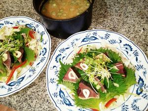 大阪兵庫で家政婦・家事代行サービスで食事作り夕食は鰹のたたきとお味噌汁