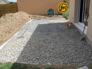 Réaliser une terrasse en dalles sur lit de sable