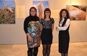 La Concejala de Cultura, Mar Sáez e Idoia Arbillaga. MUJERES INVISIBLES en Caja Murcia. San Pedro del Pinatar. Nov.2012