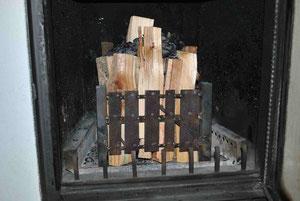 Feuerkorb befüllt mit Restkohle oben