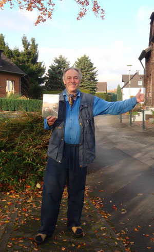 35 Jahre später -> herbstlicher Tramper mit 'Tramper-Taschenbuch' in Hagen-Fley 2012