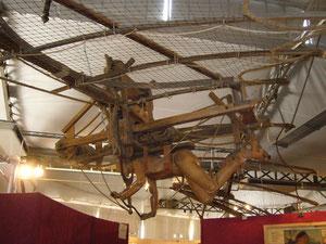 Maquette réalisée à partir d'un plan de Léonard de Vinci. (Visible au Clos Lucé, dernière demeure de l'artiste inventeur, en Indre-et-Loire.)
