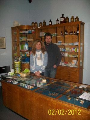 Mit meinem Mann Stefan in der Apotheke