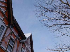 この外壁に着いた雪が物語っています