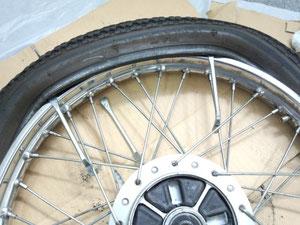後は、自転車と同じように・・・・・・・・いかないっ!!タイヤがとても硬い!!頑丈なので苦戦!!