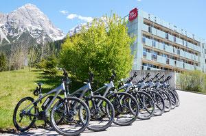 Die E-Bikes stehen ab Hotel für euch bereit