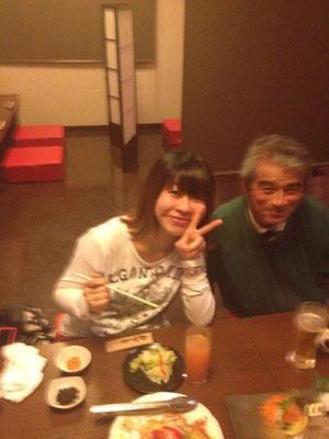 おじいちゃん、ニヤニヤしてるぅ〜