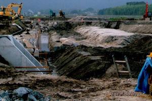 2012年7月12日、工事が開始されました。地中に埋もれた貴重な文化財破壊の可能性もあります。