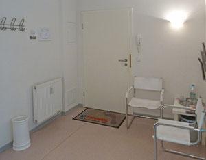 Eingang und Wartezimmer