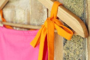ひもはメンズのゆるりパンツと同じ、幅広で端が縫ってある形を採用。安定感が増すようにしました。