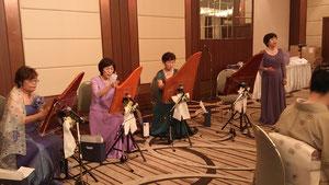 やさしい音色でした・・・  星に願いを カノン ほたる 七夕様の演奏に続き、東日本大震災の応援ソング「花は咲く」をハープの演奏と共に皆さんで合掌して会場内がひとつになって・・・