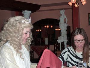"""Das Fürther """"Christkind 2012"""" Claudia Wolf und Bianca Gumbmann (Foto: Dorothea Klotz FEV)"""