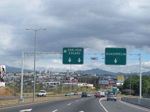 Blick auf San José mit dem neuen Stadium (der Bogen;)