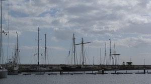 Drei Schiffe - ähnliche Projekte. Links und blau die Johann Smidt