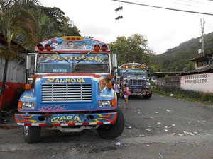 Los diabolos rojos (die roten Teufel) - normale Busse in Panama