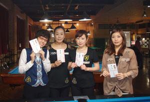 優勝の梶谷プロは左2。全日本女子プロツアー(JPBA)。写真:On the hill !