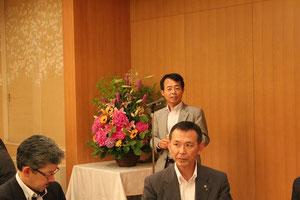 高知県技術士会の右城代表幹事による挨拶と乾杯の音頭