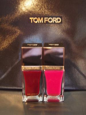 トムフォードの深い赤と、ピンク^^  派手色ピンクはペディキュアに・・・と思ったけど、ダークファッションすぎる時に手にオンするかも^^