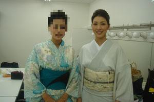 2002年度のミス日本の佐野公美さんと。昔ファンだったミュージシャンの河村 隆一さんの奥様。^^。立ち振る舞いからなにから美しかった!そしてこういう時に目つぶり写真の私・・・。