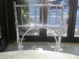 シルバー色のバンブー風の椅子がとてもオシャレでフランスっぽい。色々なフランスっぽさがあるけど、好きなタイプのっぽさだ^^ 綺麗&かわいい♡