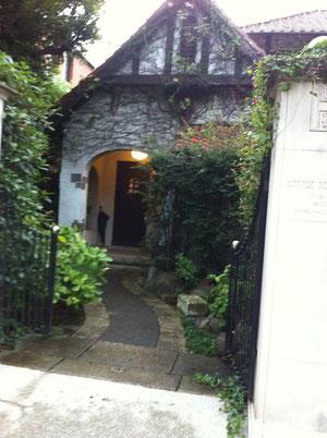 かわいい家だな、と思ったら、シェ・松尾さんのレストランだった。行ったことないから行ってみたいな^^