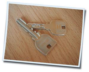 門の鍵と部屋の鍵