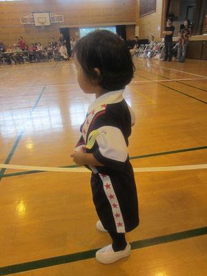 YUKI TORII デザインの体操服。とってもオシャレでかわいい。それを着こなすさきこちゃん。