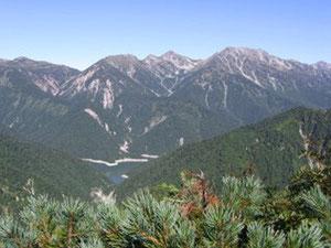 船窪岳を越えると、右から立山,龍王岳,鬼岳,獅子岳,ザラ峠,五色ケ原