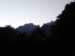 5:30 快晴 馬場島から剱に連なる稜線のシルエット