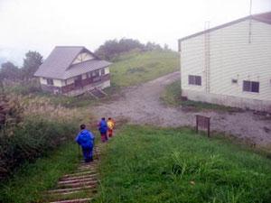 一里野温泉スキー場ゴンドラ山頂駅に到着、やった~