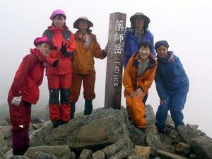 長~い距離でした。12時間行動。薬師岳山頂で記念撮影