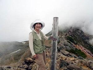 剣ケ峰山頂で