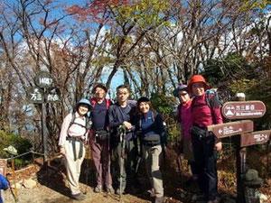 万三郎岳(1,405.3m)山頂にて