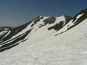 富士見岳鞍部のドロップポイントから乗鞍岳本峰