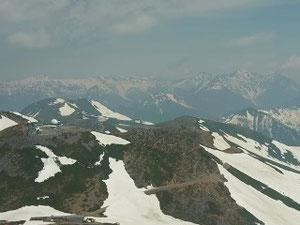 乗鞍岳本峰へ登り始めると摩利支天の向こうに穂高連峰