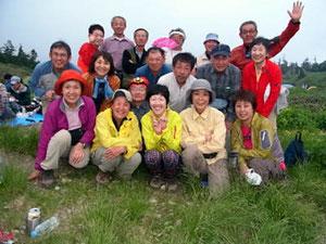 南竜ケ馬場のテント場で山友会合宿参加者で記念撮影