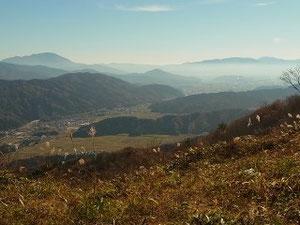 昨年11月の下見から、行市山山頂から奥に伊吹山