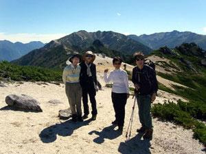 南沢岳山頂から烏帽子岳と三ツ岳、野口五郎方面をバックに