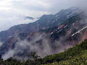 2日目、登山道より火の御子峰の地獄尾根