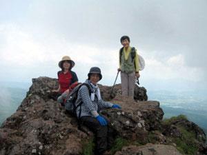 茶臼山展望台にて。4等三角点がありました