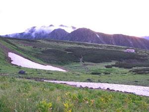 二日目朝5時五色ケ原と立山連峰