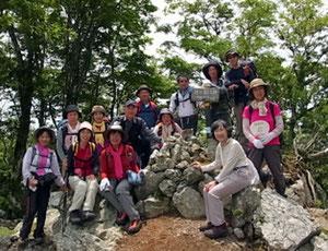 駒ケ岳山頂(780.1m)のメンバー13人