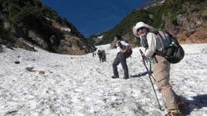 扇沢から針ノ木雪渓を登る