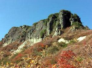 三方岩岳、飛騨岩近くは少し紅葉もピークを過ぎてます