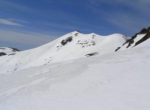 去年の5/26の同地点からの乗鞍岳本峰、残雪量が全く違います