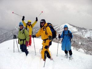 ブンゲン山頂(1,258.7m)にて